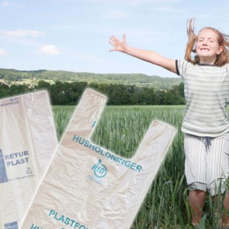 Miljøvennlige sekker produsert av innsamlet og gjenvunnet plastråvare.